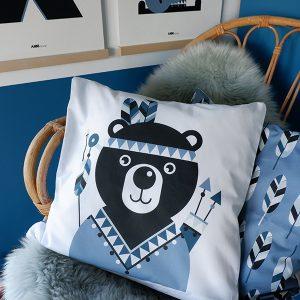 sierkussen indiaan beer blauw